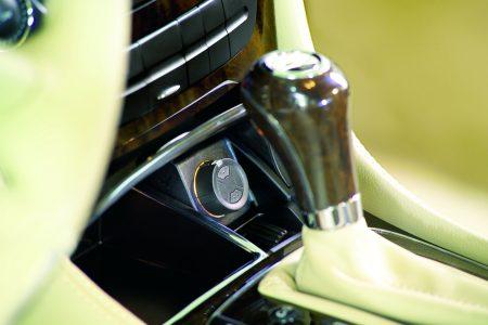 Fastmonteret automatisk håndsender til bil